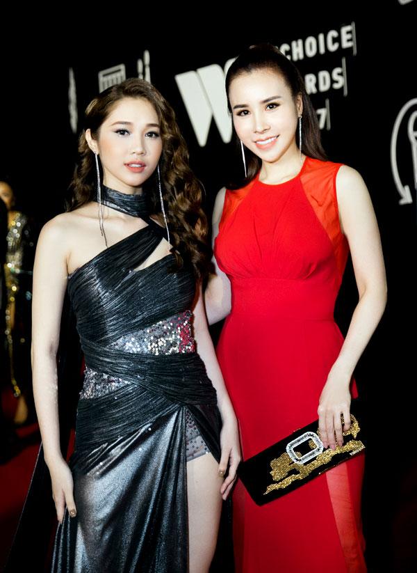 Hoa hậu Hoàng Dung diện cây hàng hiệu dự lễ trao giải - 5