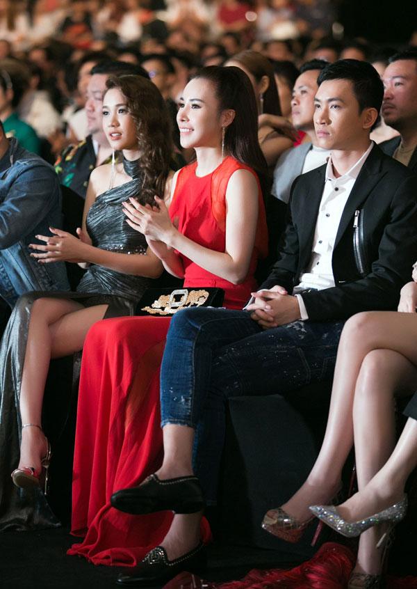 Ngoài danh hiệu Hoa hậu, Hoàng Dung còn được biết đến là một doanh nhân thành đạt. Cô luôn đầu tư kỹ lưỡng, không ngại chi hàng trăm triệu tới cả tỷ đồng cho trang phục, phụ kiện... mỗi khi tham dự sự kiện.