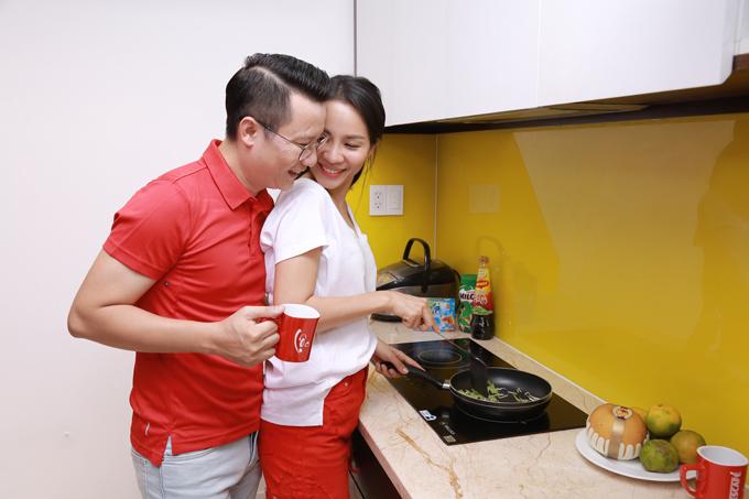 Theo Hoàng Bách, chia sẻ công việc nhà với người phụ nữ giúp cả hai thấu hiểu lẫn nhau.