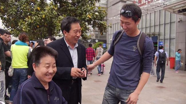 Chàng cảnh sát ở Thượng Hải đóng giả làm con trai của cặp vợ chồng ở Sơn Tây suốt 5 năm.
