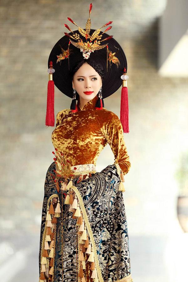 Á hậu Ngọc Quỳnh diện áo dài cầu kỳ dự sự kiện tại TP HCM - 1