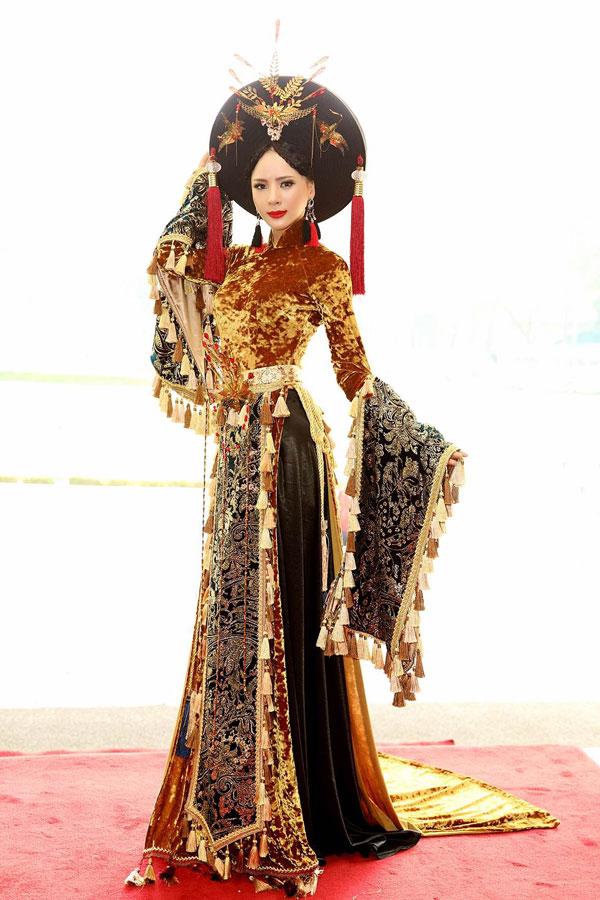 Á hậu Ngọc Quỳnh diện áo dài cầu kỳ dự sự kiện tại TP HCM - 4