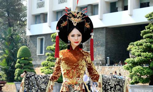 Á hậu Ngọc Quỳnh diện áo dài cầu kỳ dự sự kiện tại TP HCM