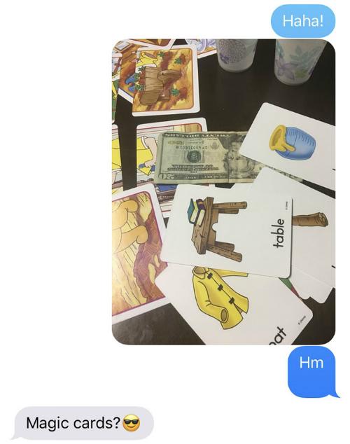 Những thẻ bài ma thuật là cách mà ông đã trả lời khi con gái tìm thấy tờ tiền ông giấu trong các tấm thẻ.