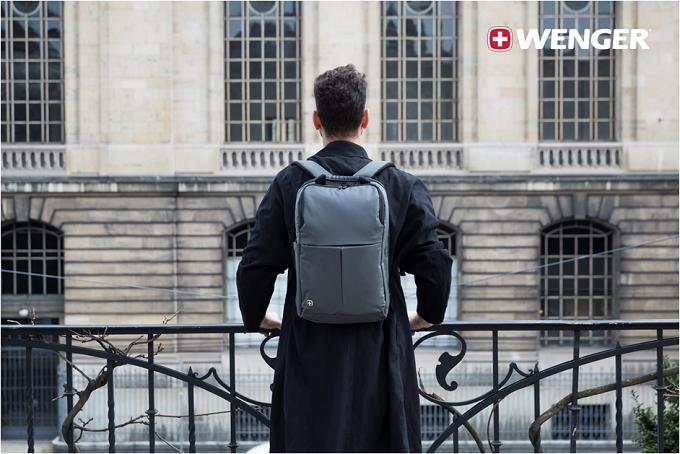 Dòng balo Reloadvới thiết kế chắc chắn, lớp vải chống trầy xướt, có ngăn đựng laptop 14 inchvà ngăn máy tính bảng. Sản phẩm được tích hợp phần đai vòng qua cần đẩy vali để di chuyển cùng vali. Dòng balo nàyđược nhiều ngườiyêu thích nhất bởi sự gọn nhẹ.