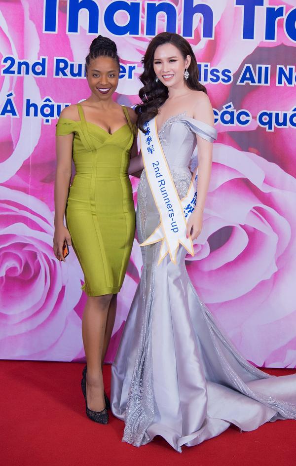 Người đẹp Thể thao của Hoa hậu Hoàn vũ Việt Nam 2017 - Huỳnh Tiên diện váybó sát, đọ vẻ sexy với chủ nhân đêm tiệc.