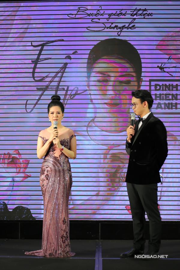 Hồ Ngọc Hà mặc áo xuyên thấu đến mừng bạn thân tái xuất ca hát sau 10 năm - 5