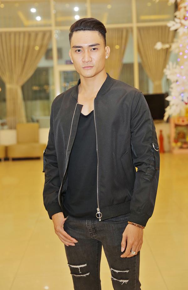 Người mẫu Lương Gia Huy mặc cá tính đi tiệc.