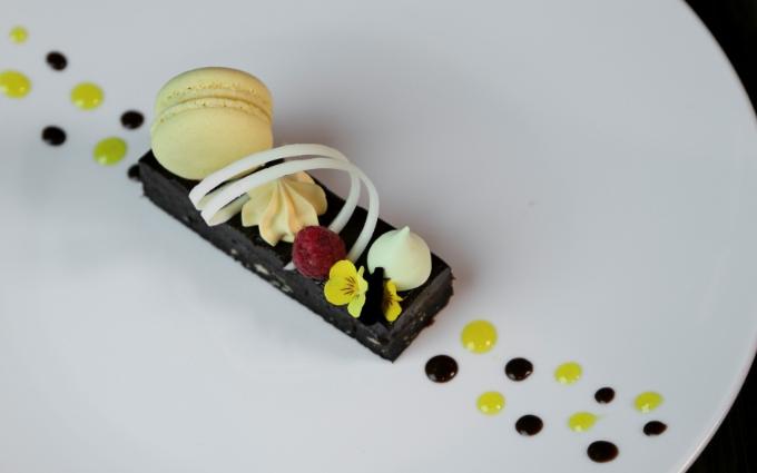 Điểm đặc biệt tiếp theo còn đến từ Menu các loại bánh ngọt cùng thức ăn vô cùng phong phú và đa dạng.  Được trình bày vô cùng đẹp mắt và ngon miệng.