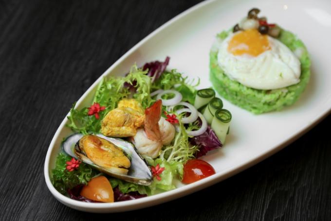 Thực đơn món ăn đầy sáng tạo theo phong cách Asian Fusion, với hình thức trình bày đặc sắc.