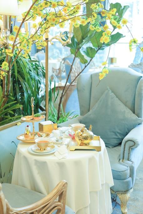 Tiệm trà được thiết kế như một không gian lounge với nhiều góc ngồi riêng tư nhiều kiểu ghế thư giãn khác nhau, tạo sự thoải mái và dễ chịu cho các thực khách.