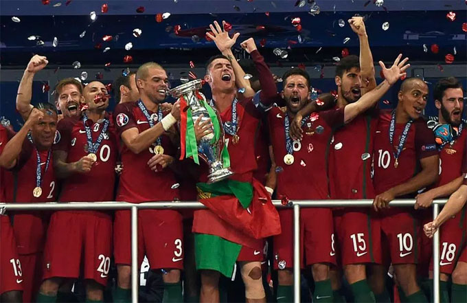 1. Lifting the Euro 2016 trophy with Portugal Hed achieved everything in the game, except winning a major trophy with his country.  However, in 2016 that changed when Portugal defeated France 1-0 at the Stade de France in Saint-Denis.  After being forced off with a knee injury after just 24 minutes, Ronaldo made sure he could hobble on to the podium to lift the trophy.