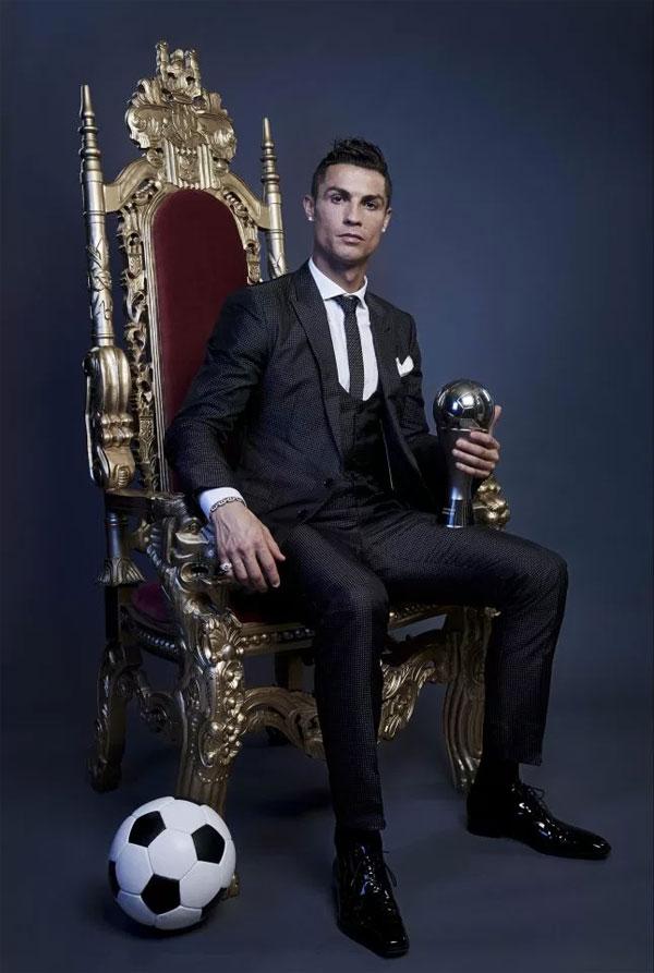 C. Ronaldo có mọi danh hiệu, chinh phục các đỉnh cao ở tuổi 33.