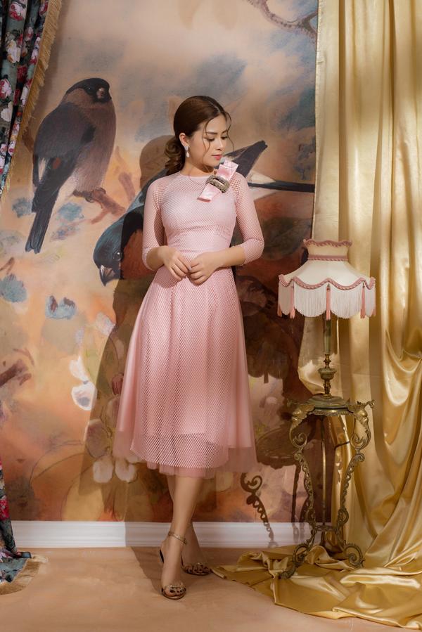 Dương Hoàng Yến khoe hình ảnh dịu dàng và nữ tính sau khi giành được ngôi vị áquân tại chương trình Sao đại chiến cùng vớinhạc sĩ Dương Cầm.