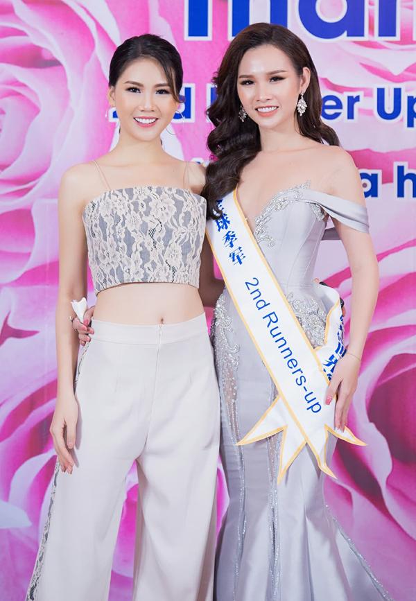 Hoa hậu Áo dài Việt Nam thế giớiQuỳnh Hoa tự tin khoe vai trần, eo thon trong đêm tiệc.