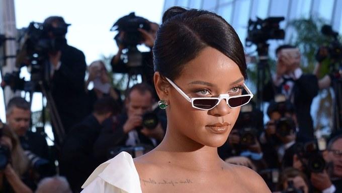 Tín đồ thời trang thi nhau đeo 'kính tí hon'
