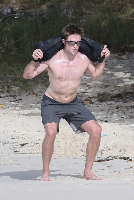 Rob cũng kể, mỗi khi phải tập luyện để đóng phim mới, anh thường trốn tới một nơi xa xôi hẻo lánh nào đó để không ai nhìn thấy.