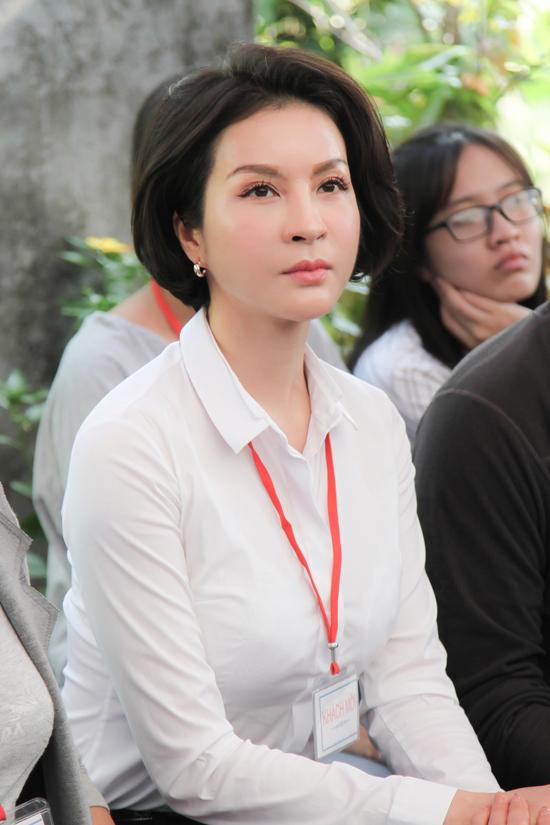 MC Thanh Mai trao 700 suất quà Tết cho dân nghèo ở Đồng Nai