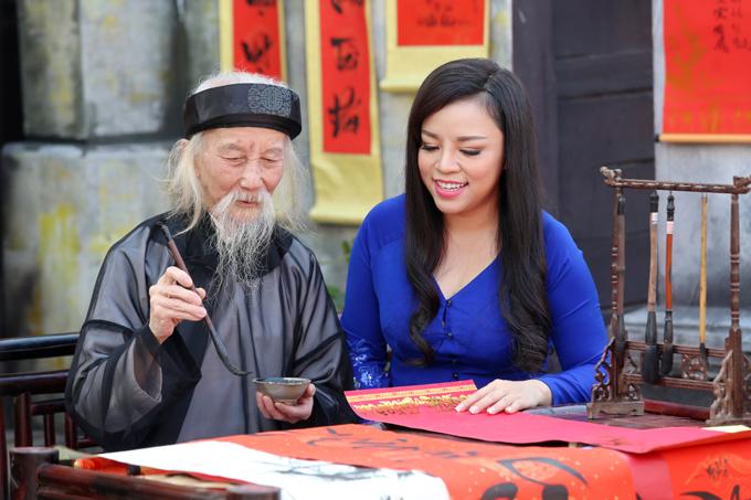 Nghệ sĩ Hồng Chương dù tuổi đã cao nhưng vẫn nhiệt tình tham gia diễn xuất trong MV của Tố Nga.