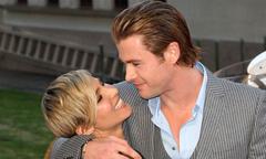 Chris Hemsworth bối rối khi đóng cảnh sex với vợ trên trường quay