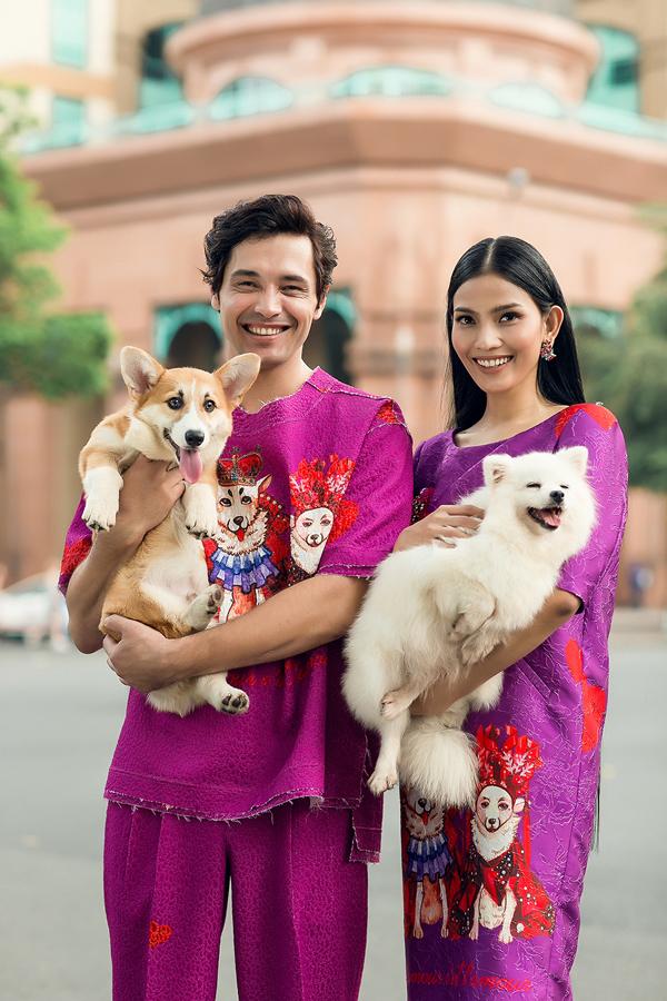 Điểm đặc biệt trong bộ sưu tập lần này là nhà mốt Việt đãsử dụng hình ảnh đôi chó vương triều để truyền tải thông điệp về tình yêu nồng nàn.