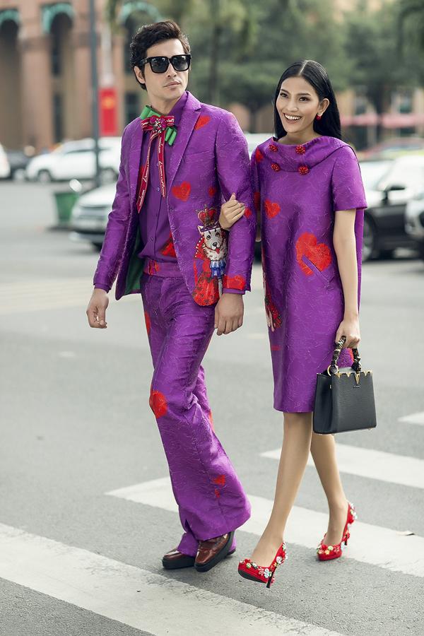 Hai tông màu thống trị xu hướng thời trang 2018 là đỏ và tím được hòa quyện vào nhau trong từng set đồ cho cặp tình nhân trong ngày Valentine.
