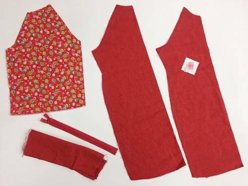 Để may chiếc áo dài cho bé 2-7 tuổi, cần 0.5-0.8m vải. Vải thô có giá 60 nghìn đồng, vải gấm hoặc lụa có giá nhỉnh hơn.Sử dụng tờ rập đặt vào miếng vải, cắt 5mảnh bao gồm: 1 mảnh thân trước, 1 mảnh thân sau, 2 mảnh ống tay, 1 mảnh phụ để may cổ áo.(Tờ rập được in từ mẫu lấy trên mạng. Các mẹ tìm kiếm công thức in tờ rập, điền số tuổi, chiều cao và cân nặng của bé để được mẫu rập chuẩn).
