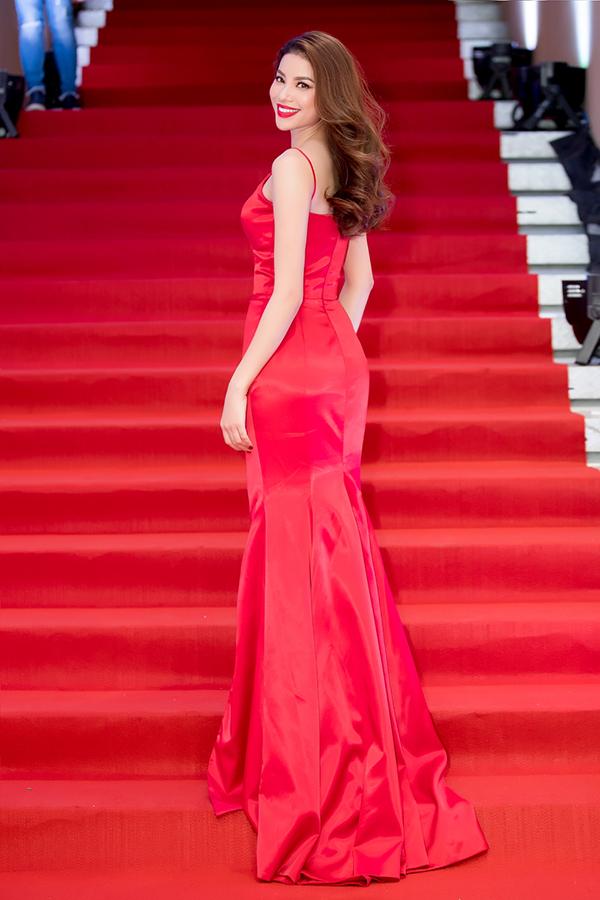 Trong những event gần đây, Hoa hậu Hoàn vũ Việt Nam 2015 thường chọn thiết kế của Đỗ Long để toả sáng trên thảm đỏ.
