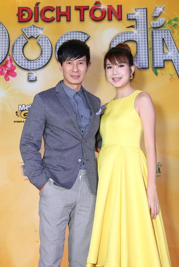 Lý Hải tình tứ sánh đôi bà xã Minh Hạ tới thưởng thức phim Tết.