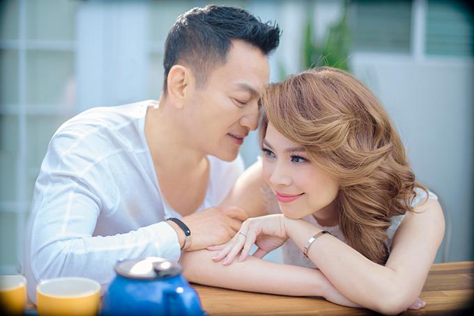Thanh Thảo chưa chính thức tuyên bố chuyện cưới hỏi trên báo chí,nhưng cô không ngại gọi doanh nhân Tom Han là ông xã trước bạn bè. Nữ ca sĩ mong có một đám cưới bên bờ biển, chỉ có gia đình và bạn thân tham dự.