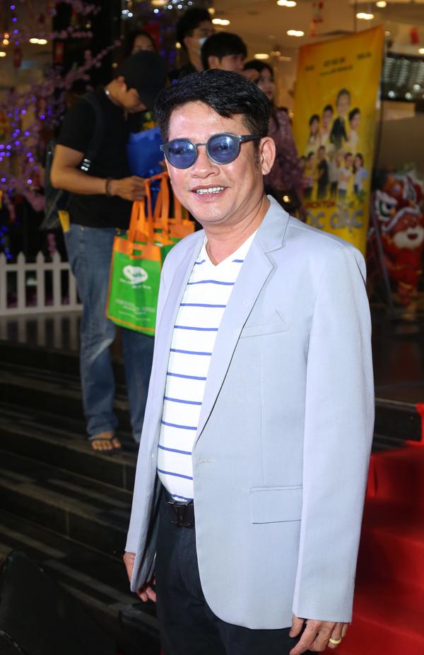 Nghệ sĩ hài Tấn Beo tung hứng cùng các đồng nghiệp Hoài Linh, Trung Dân... trong phim này.