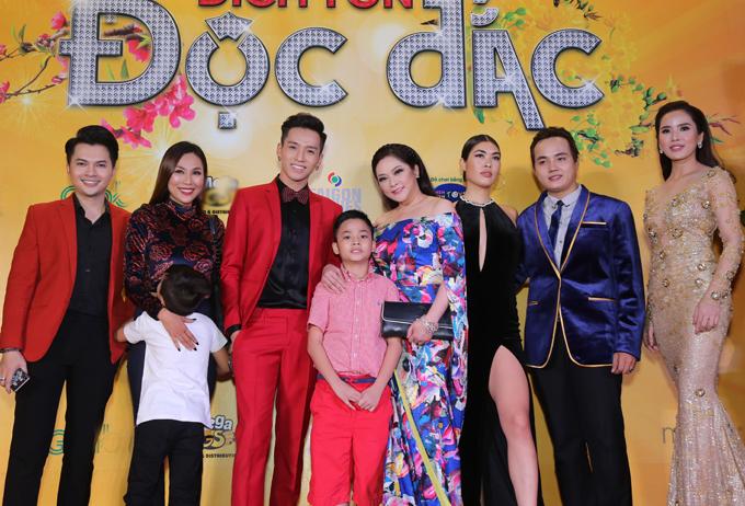 Sự kiện còn có ca sĩ Nam Cường, mẹ con Khánh Ngọc và nhiều sao Việt tham dự.