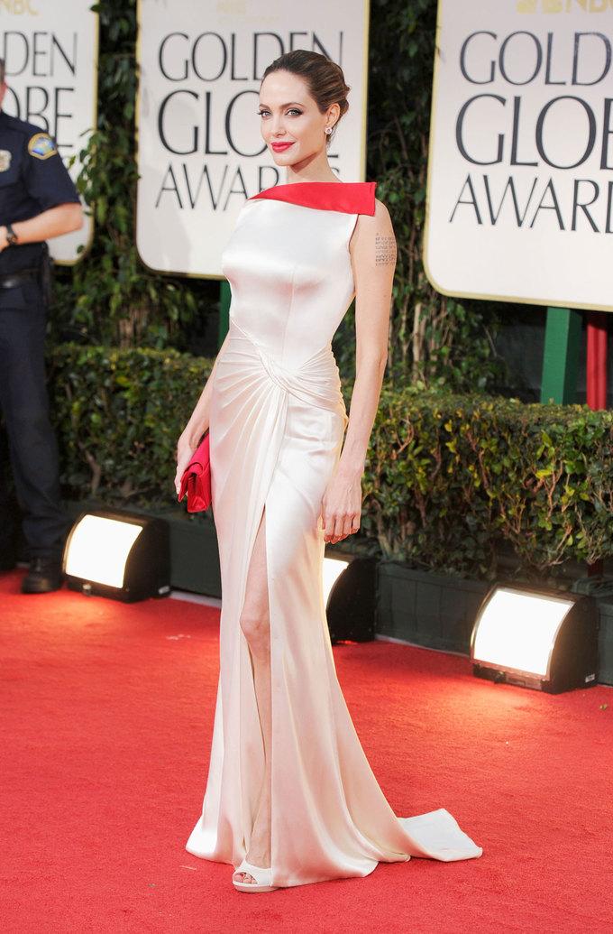 10 bộ cánh thảm đỏ lộng lẫy nhất của Angelina Jolie