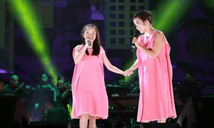 Những lần song ca với con gái út Mỹ Anh của Mỹ Linh