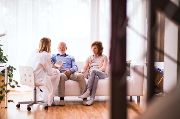 Tìm một bác sĩ riêng để theo dõi sức khỏe cho các thành viên trong gia đình.