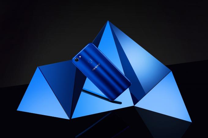 Màu xanh thạch anh đầy bí ẩn đưa F5 trở thành phụ kiện thời trang cực chất của giới trẻ