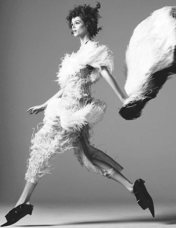 Con gái Cindy Crawford hóa thiên nga trong ảnh thời trang