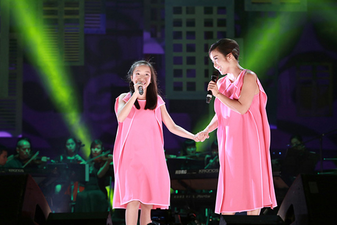 Bài hát Em đưa cơm cho mẹ đi cày còn được Mỹ Linh và Mỹ Anh song ca trong nhiều chương trình khác.