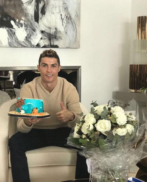 C. Ronaldo và sinh nhật lần thứ 33 giản dị. Ảnh: NS.