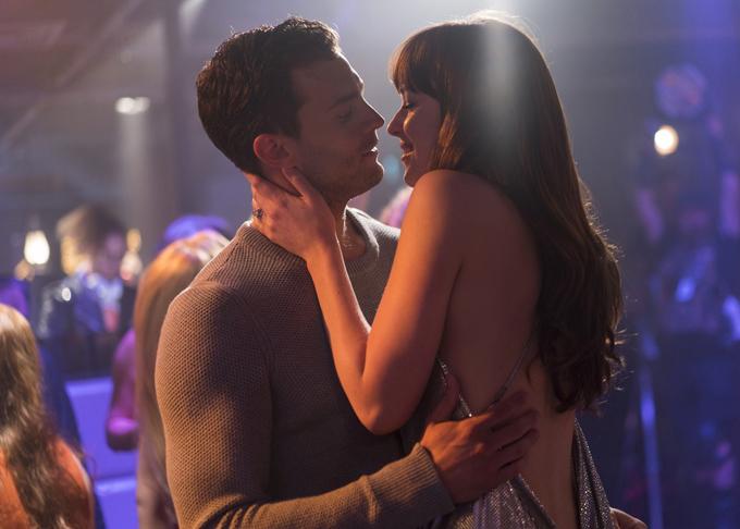 Dakota và Jamie trong một cảnh quay của 50 sắc thái: Tự do.