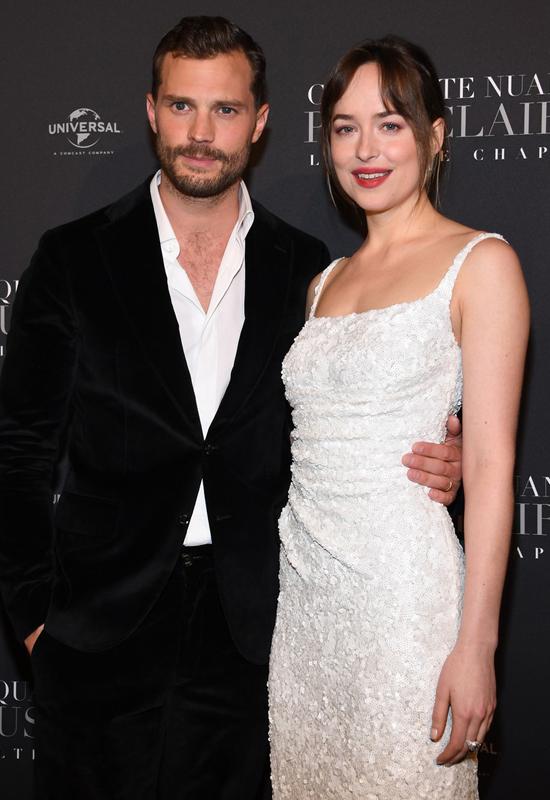 Dakota và Jamie trong lễ ra mắt phim 50 sắc thái: Tự do ở Paris ngày 6/1.