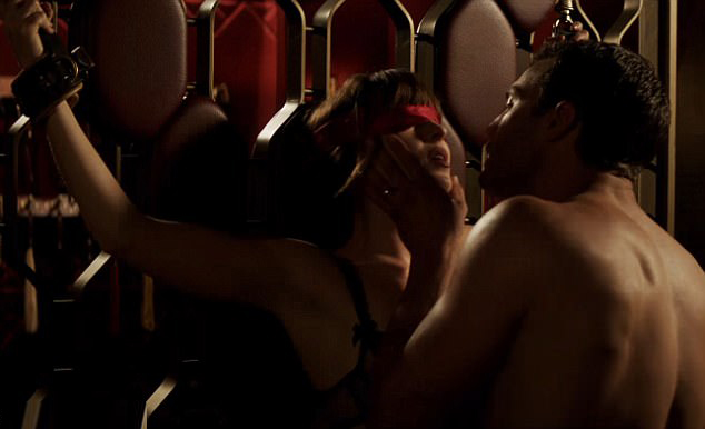 Cặp diễn viên chính phải thể hiện hàng loạt cảnh ân ái từ lãng mạn đến bạo liệt.