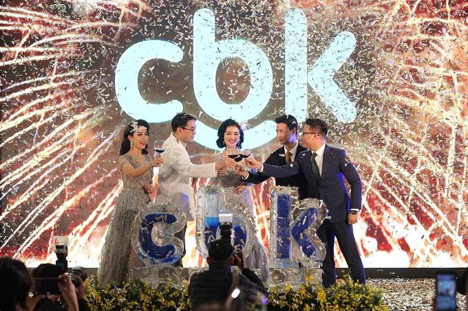 Các bác sĩ CBK chúc mừng sự ra mắt của thương hiệu làm đẹp mới.