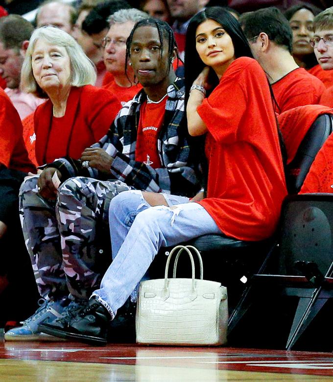 Hai chuyện tình ồn ào của hot girl triệu phú Kylie Jenner - 2