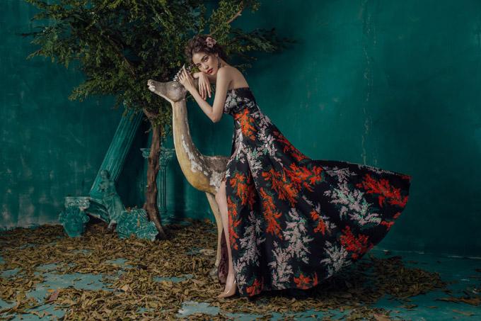 Lan Khuê khoe vóc dáng chuẩn với váy dạ hội mỏng tang - 6