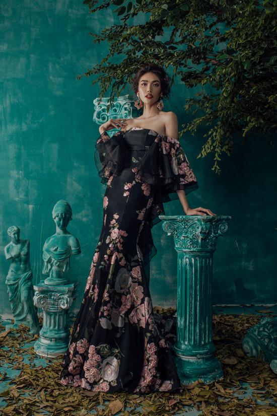 NTK Audrey Nguyễn tốt nghiệp ngành thời trang tại Mỹ. Anh về nước hoạt động và được khán giả biết đến khi thiết kế trang phục dạ hội cho cuộc thi Hoa khôi Áo dài 2016.