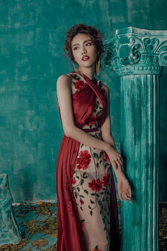 Lan Khuê khoe vóc dáng chuẩn với váy dạ hội mỏng tang - 2