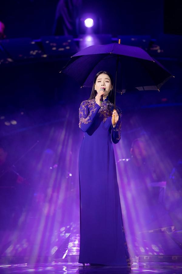 Phút phiêu linh của nữ hoàng phòng trà trong liveshow tổ chức ở Hà Nội.