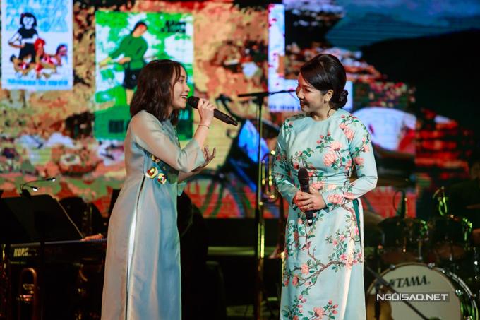 Giữa tháng 12/2017, Mỹ Anh được mời tham gia đêm nhạc Giai điệu vàng tại Cung Văn hóa Hữu nghị Việt - Xô. Con gái út của Diva nhạc Việt hòa giọng với mẹ trong ca khúc Đưa cơm cho mẹ đi cày. Ở tuổi 15, Mỹ Anh thể hiện sự chững chạc ở cả giọng hát lẫn phong thái biểu diễn.