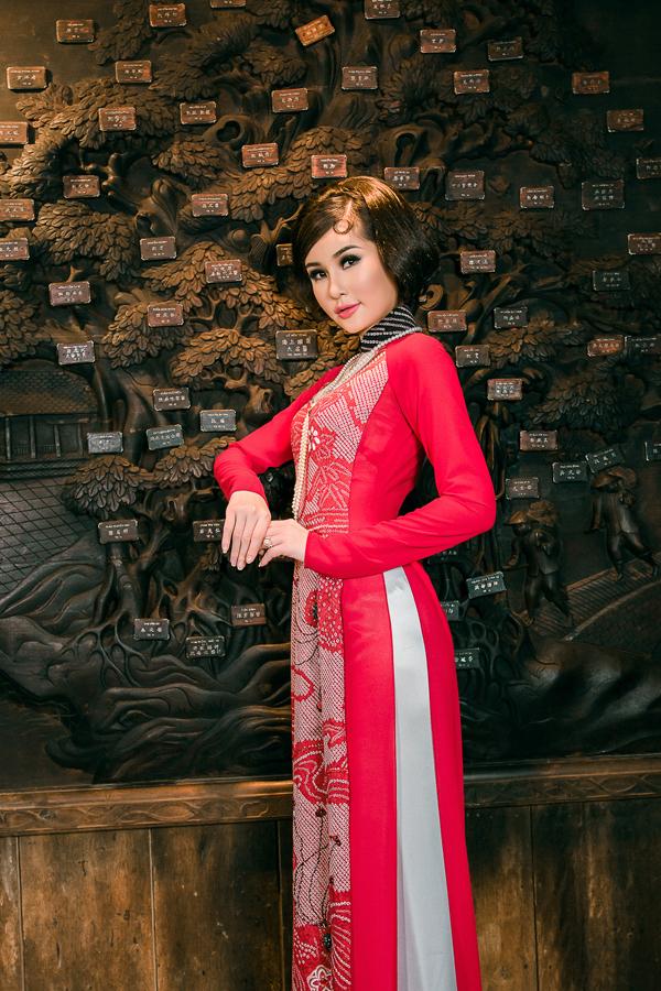 Chia sẻ về việc lựa chọn chất liệu trong BST lần này, Võ Việt Chungcho biết,lụa kimono đặc biệt được làm thủ công, càng tăng thêm giá trị cho chiếc áo.